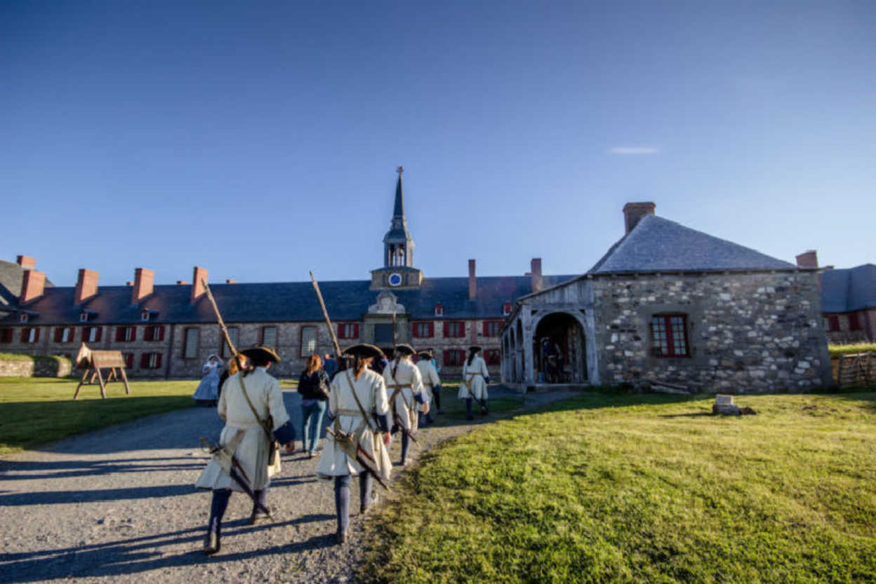 Fortress-Of-Louisbourg-soldiers
